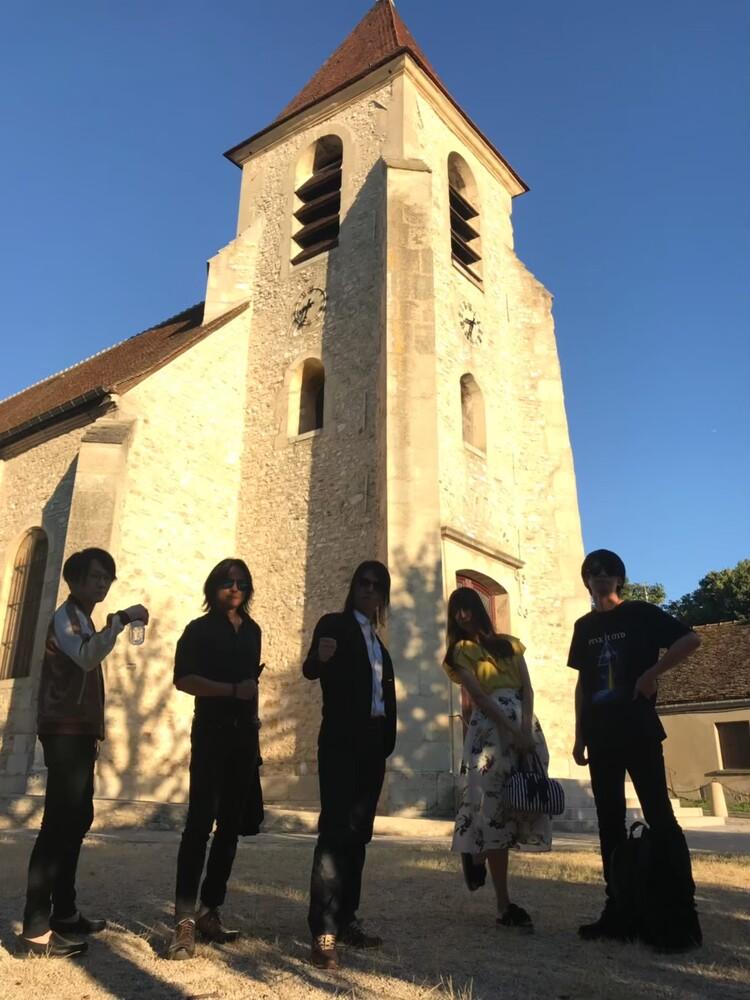 シャルル・ド・ゴールの教会で撮影するIRON ATTACK!